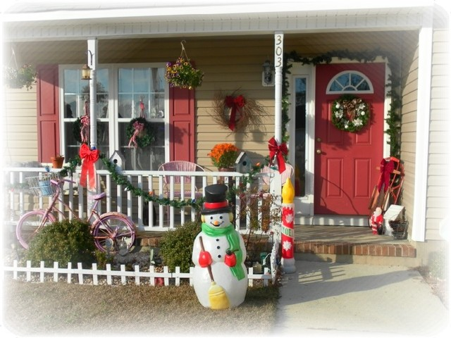 Christmas Inspired Front Porch Eclectic