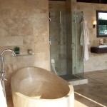 Even Though This Bathroom Uses Lot Natural Stone Stills Looks