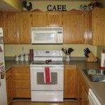 French Country Small Townhouse Have Shaped Kitchen