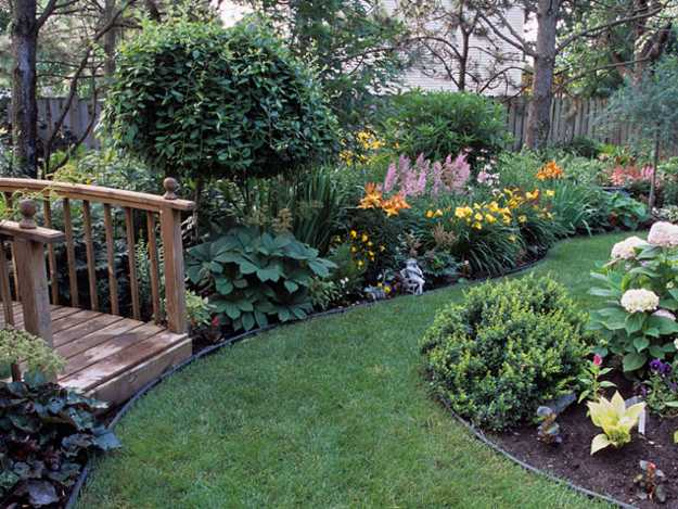 Hanging Flowerpots And Flower Bed Creative Backyard Landscaping Ideas