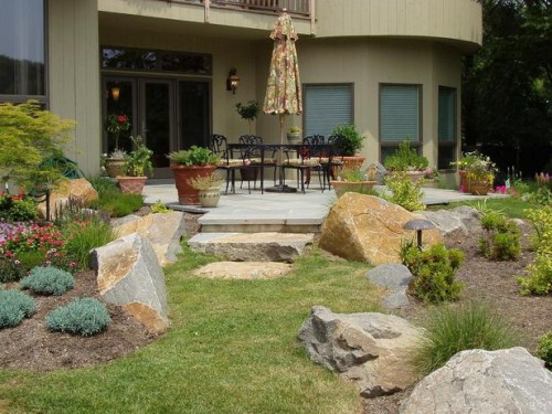 Landscaping Ideas Will Help Complement Your Outdoor Living Space