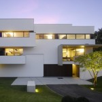 Storey Modern House For Large Three