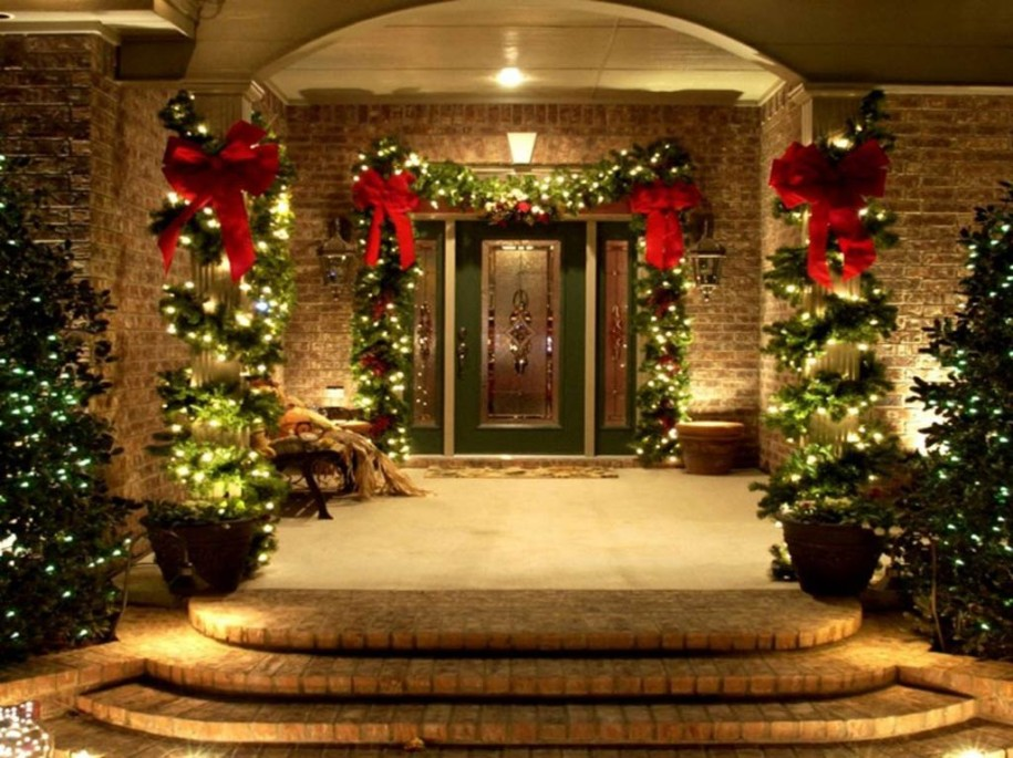 Stunning Outdoor Christmas Wreaths And Trees Lights Decorating Ideas