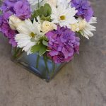 Purple Hydranges Mixed White Roses Daisies Make Simple Fun Centerpiece